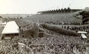 Flemington. Cup Day 1920. Poitrels' Cup. Immense crowd 120,000+